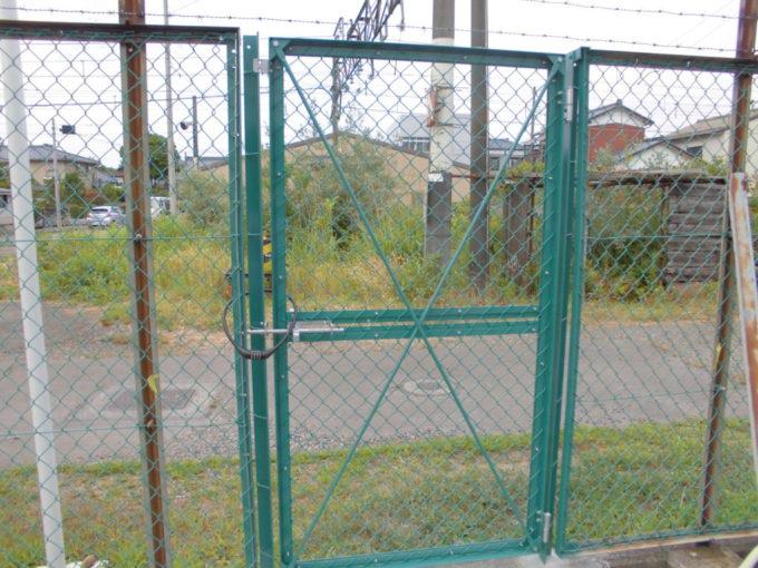 フェンス扉取付工事