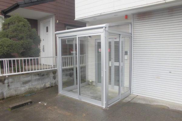 新潟市東区 風除室取付