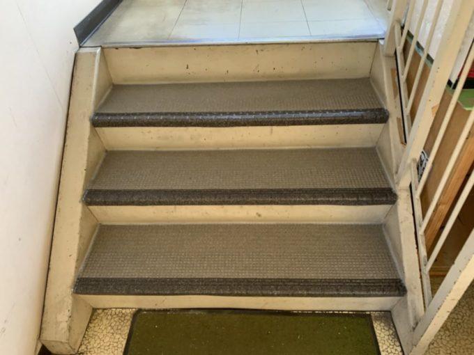新潟市中央区 階段滑り止めシート張り工事